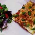 Paprika omelet met balsamico azijn en verse basilicum