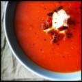 Gegrilde tomatensoep met gerookte paprika en geitenkaas
