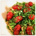 Verse kruidencouscous met gegrilde tomaatjes en ras el hanouth