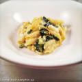 Gebakken pasta met courgette en mozzarella