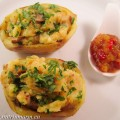 Twice baked potatoes: gevuld met in currypasta gebakken paddenstoelen