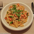 Pasta met rivierkreeftjes, tomaatjes en basilicum