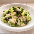 Lente risotto, met groene asperges, doperwtjes en citroen